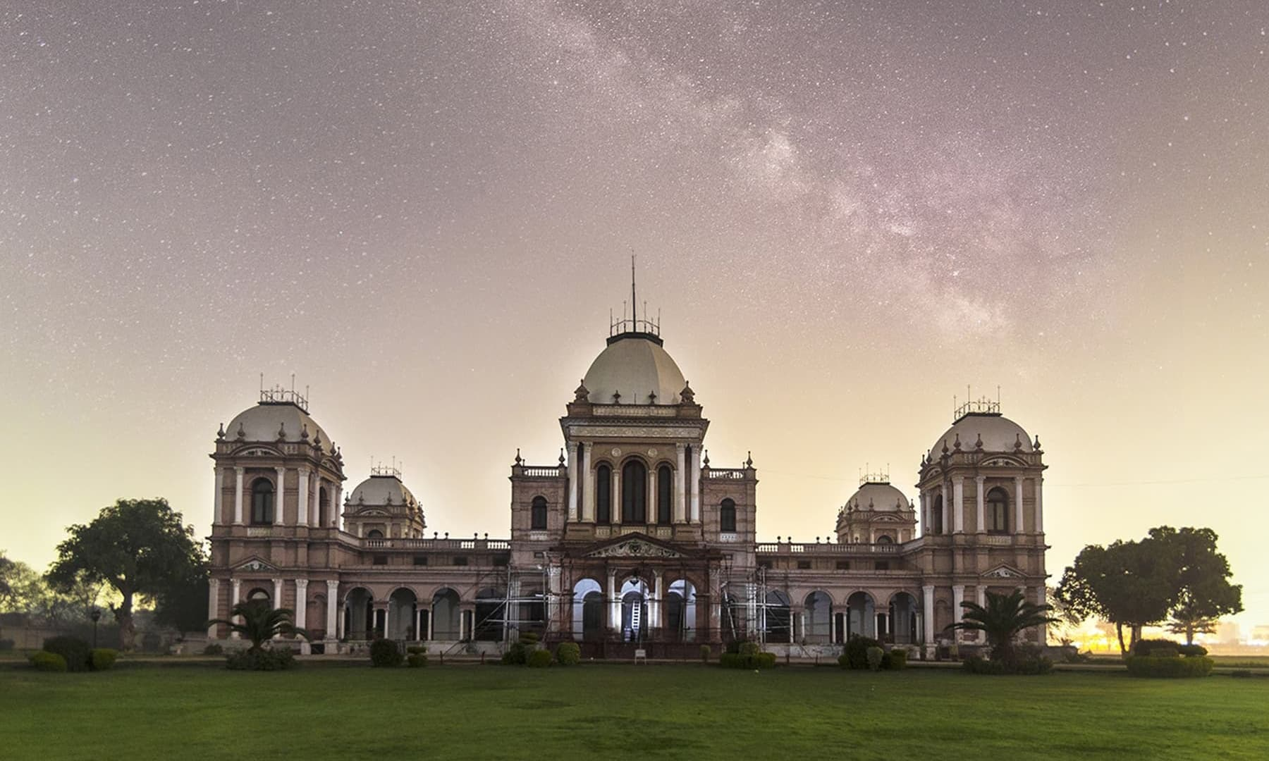Noor Mahal in Bahawalpur — Photo by Usman Miski