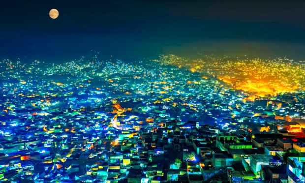 چاند نکلے کسی جانب تیری زیبائی کا. — فوٹو سید مہدی بخاری۔