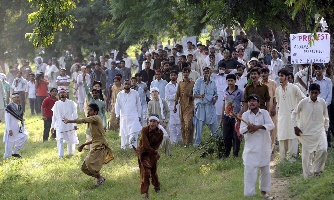 Anti-blasphemy protesters throwing stones at the police in Islamabad in 2012 | Tanveer Shahzad, White Star