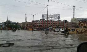 بارش میں ڈوبی ہوئی کراچی کی ایک سڑک — فوٹو/ بشکریہ فیس بک