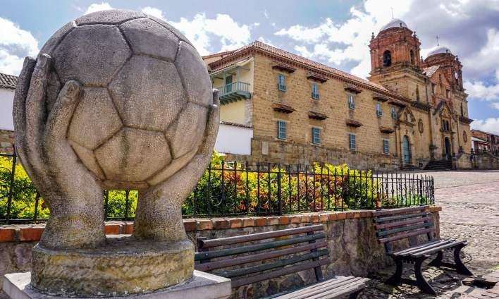 منگوئی میں فٹ بال بنانے کی 20 کے قریب فیکٹریاں ہیں—فوٹو: اے ایف پی