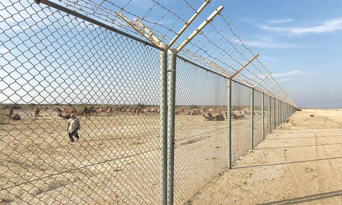 The boundary fence of Abu Dhabi's Al-Habieb airport in Cholistan desert | Subuk Hasnain