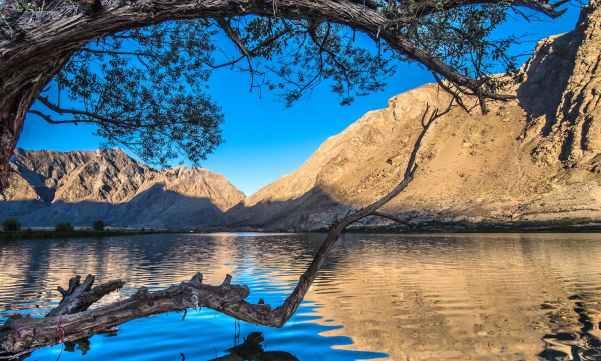 Jarbasu Lake, Skardu. ─ Photo by Moiz Ismaili