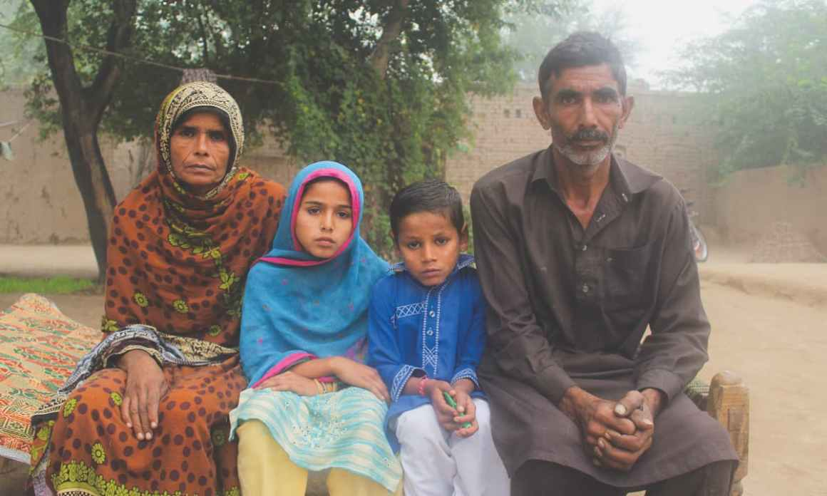 Nuzhat with her parents and brother in Jhang. Credit: Bilal Karim Mughal