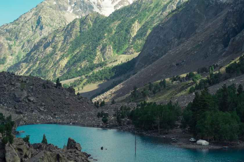 Another view of Pari Lake