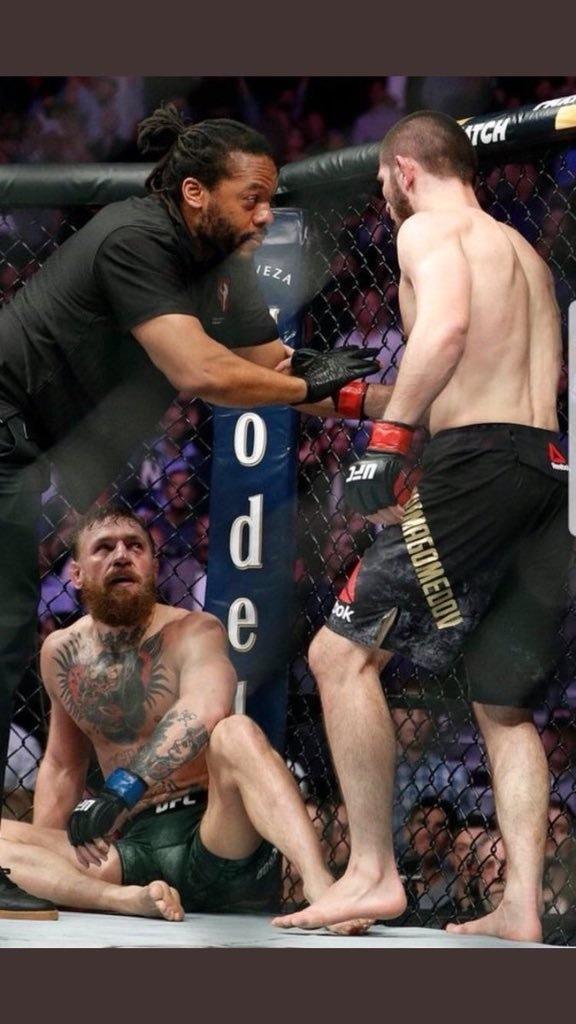 خبیب اپنے حریف میک گریگر کو شکست دینے کے بعد بھی غصے میں نظر آئے — فوٹو: بشکریہ ٹوئٹر اکاؤنٹ