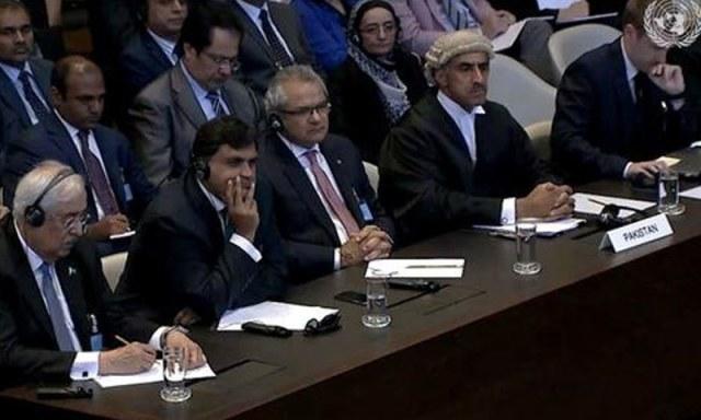 اٹارنی جنرل کی قیادت میں پاکستانی ٹیم فیصلہ سننے عالمی عدالت میں موجود ہے — اسکرین شاٹ
