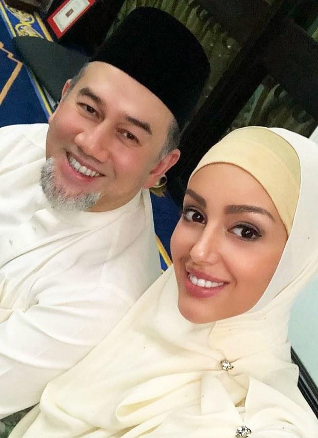 روسی دوشیزہ سے شادی کے بعد سلطان محمد نے بادشاہت چھوڑی تھی —فوٹو: انسٹاگرام