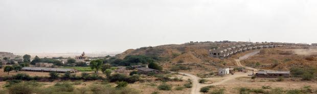بحریہ ٹاؤن کے توسیع کے بائیں جانب ایک چھوٹا سا فارم دیکھا جاسکتا ہے—فوٹو: وائٹ اسٹار