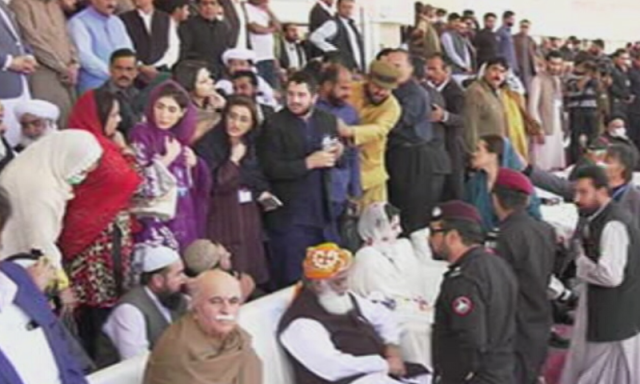 Fazl, Maryam take the stage at PDM's power show in Quetta - DAWN.COM