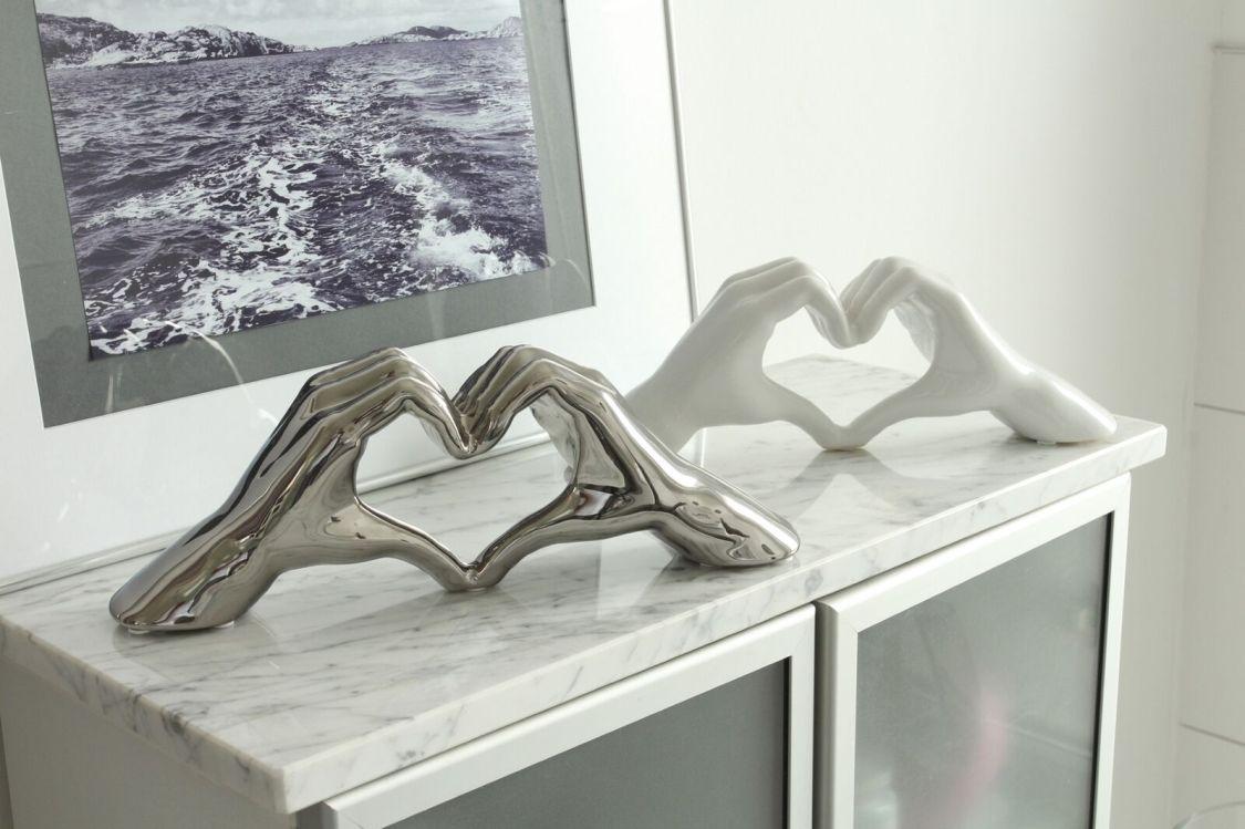 Moderne Skulptur Dekofigur Hand Heart aus Keramik silber oder weiß 31x11 cm