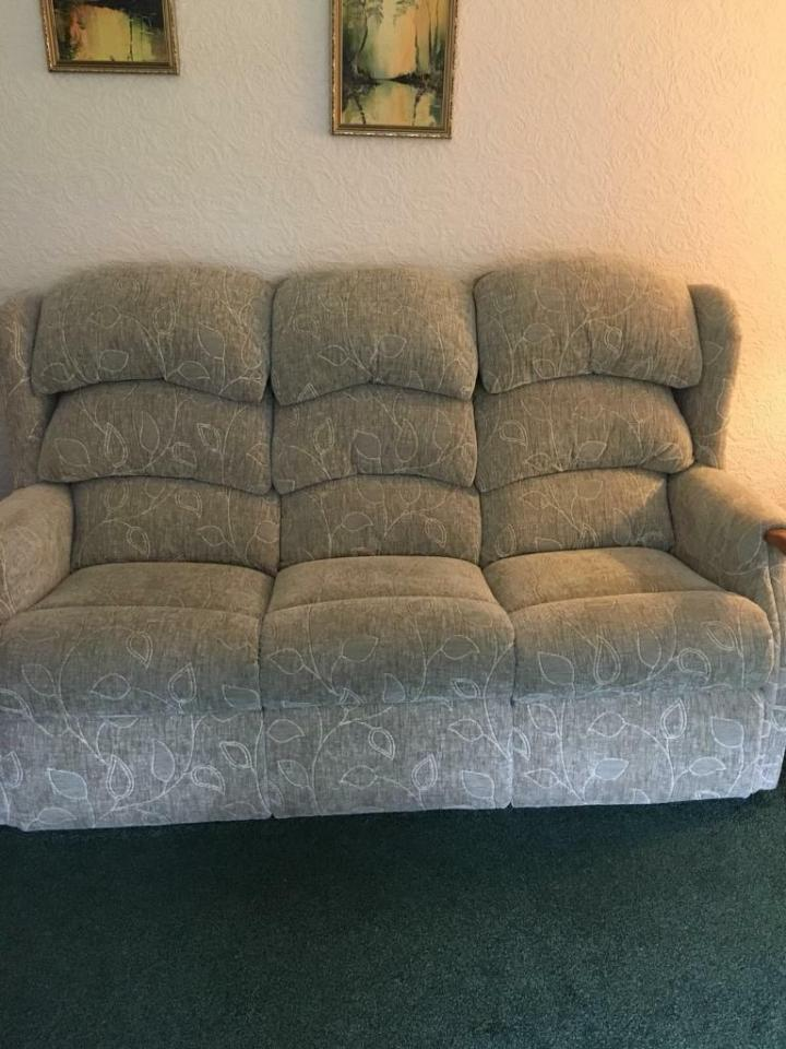 Hsl Sofa Chair And Recliner Excellent Condition