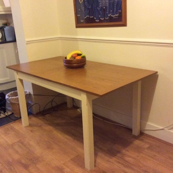 Brand new UNUSED Chiltern Dining Table   Stylish Oak and Cream     Brand new UNUSED Chiltern Dining Table   Stylish Oak and Cream painted  legs  seats 6