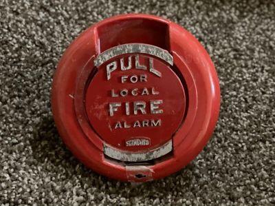 *Vintage* *Rare* Standard Electric 200179 Fire Alarm Pull Station (U9)