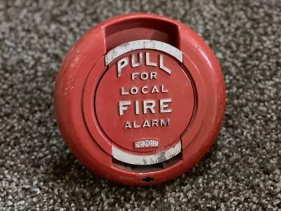 *Vintage* *Rare* Standard Electric 200179 Fire Alarm Pull Station (U7)