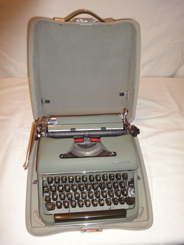 Alte Reiseschreibmaschine Olympia
