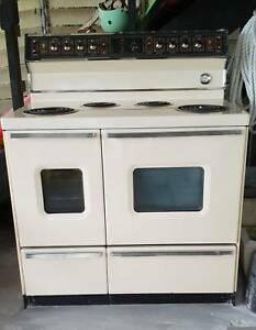 Beautiful Vintage St George Supermatic Stove Cooker