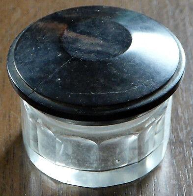 Uraltes Salbendöschen, Glas mit Facettenschliff, Deckel Bakelit