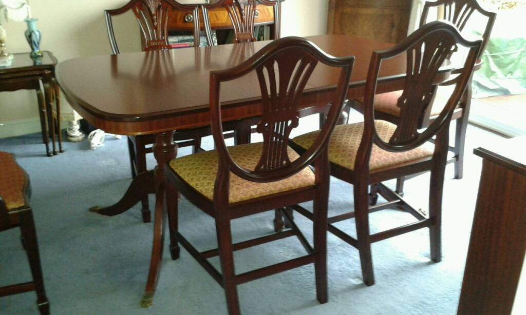 Stag Sheridan Mahogany Extending Dining Table With 6