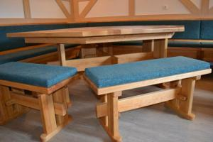 Große Eckbank mit Tischen und Bänken massiv Erle nach Maß ...