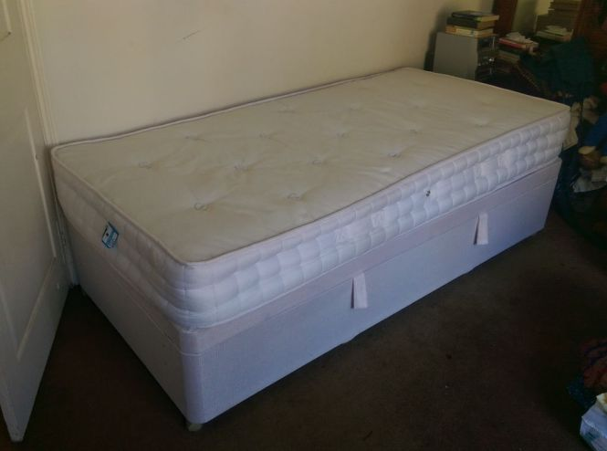 Single Divan Bed 3 Foot Wide With Storage Excellent Condition Includes Mattress