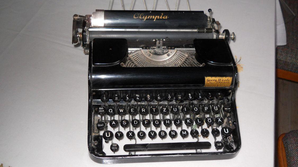 Kleine Schreibmaschine,Olympia,Baujahr 1937
