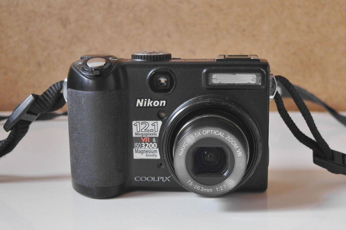 Nikon Coolpix P5100 digitale Kompaktkamera Magnesiumgehäuse u. optischer Sucher
