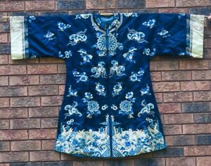 FINE ANTIQUE CHINESE QING DYNASTY BLUE GROUND FLORAL INSECT SILK ROBE