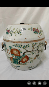 A large Chinese antique porcelain gar bowl vase with cover Qing dynasty scholar