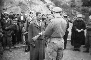 Guerre d'Algérie - Remise d'armement à un groupe d'auto-défense en 1960 |  eBay