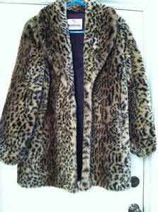 Vintage Monterey Fashions Cheetah Animal Print Faux Fur Swing Coat         Vintage Monterey Fashions Cheetah Animal Print Faux Fur