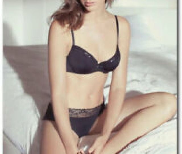 Gal Gadot Sexy With Black Lingerie On Bed Fridge Magnet Size