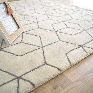 details sur tapis salon a motif geometrique cube beige tendance design sejour chambre