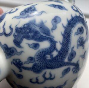 Fine Antique Chinese Opposing Dragons Blue & White Porcelain Teapot Yongzheng