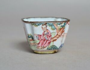 A BEAUTIFUL ANTIQUE 18TH CENTURY CHINESE ENAMEL WINE CUP