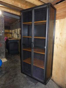 details sur armoire industriel bois metal