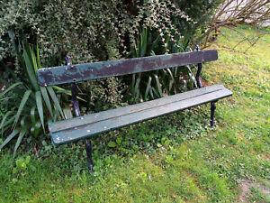 details sur ancien banc de jardin epoque 1900 pietement en fonte assise en bon etat