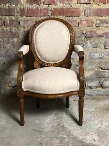 details sur fauteuil d enfant de style louis xvi en noyer sculpte recouvert de tissu