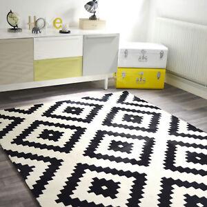 details sur tapis losanges noir et blanc casse tendance graphique salon sejour chambre