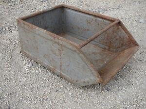 details sur ancienne caisse en fer tiroir metal deco atelier usine garage old iron drawer