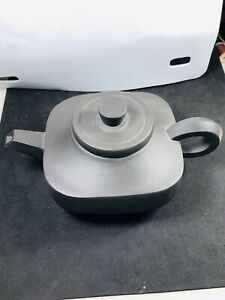 Chinese Yixing Tea Pot. Double Signed