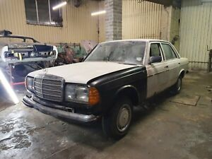 Mercedes W123 230e Saloon Project Barn Find