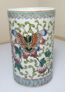 A Fine Qing Dynasty Chinese Famille Rose enamel Brush Pot. Tongzhi Reign Mark.