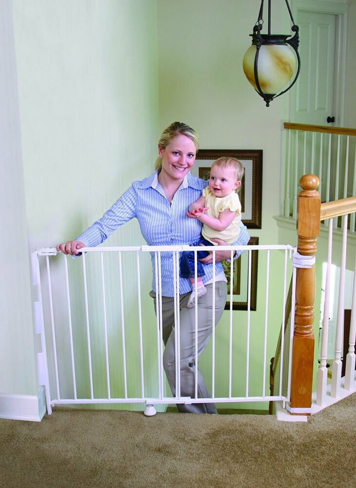 Regalo Extra Tall Top Of Stairs Gate With Mounting Kit