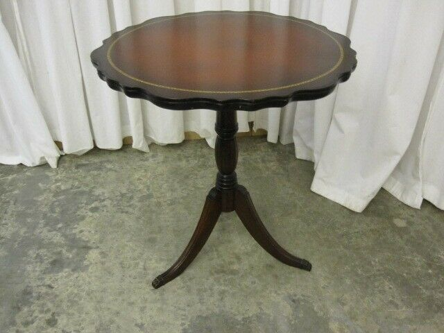 Antique Duncan Phyfe Round Lamp Side Table With Tripod