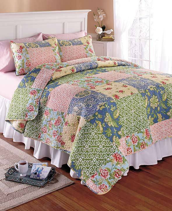 Home Accents Annika Quilt