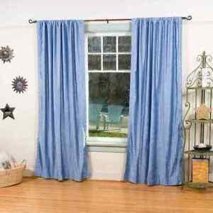 rideaux et voilages bleus en velours
