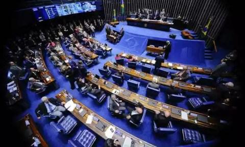 Resultado de imagem para Senado aprova fim das coligações e cria cláusula de barreira