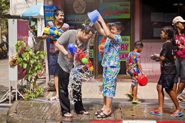 組圖:泰國潑水節 歡喜迎新年 | 大紀元