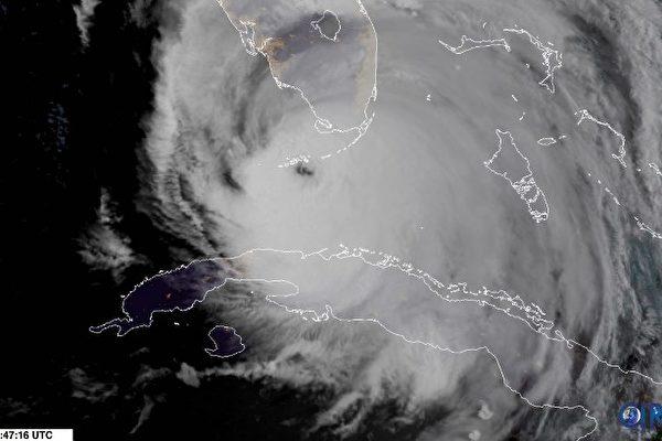 卫星图像显示,9月10日飓风艾玛经过佛罗里达群岛。(AFP PHOTO / NOAA/RAMMB)